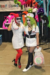 comikaze-2011-harley-quinn-joker-nurse001